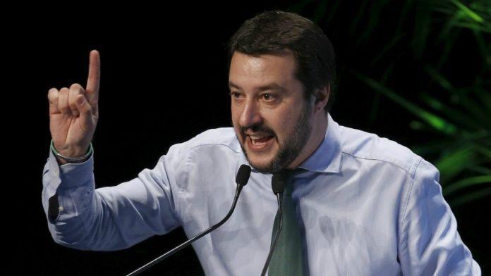 Salvini ancora all'attacco di Saviano: