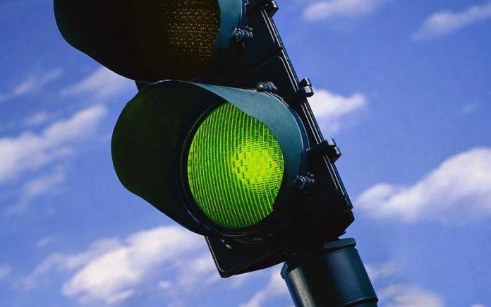 Napoli, ecco i semafori intelligenti: la tecnologia per diminuire il traffico