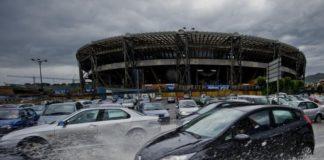 Maltempo, bomba d'acqua su Napoli: allagamenti e forte vento