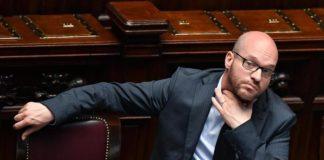 """Il ministro Fontana: """"Abrogare la legge Mancino"""". Ma il governo frena"""