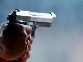Agguato nella zona del Mercato, uomo ferito a colpi di pistola