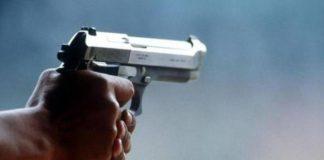 Spari a Forcella, 13enne ferito in un raid contro un centro scommesse