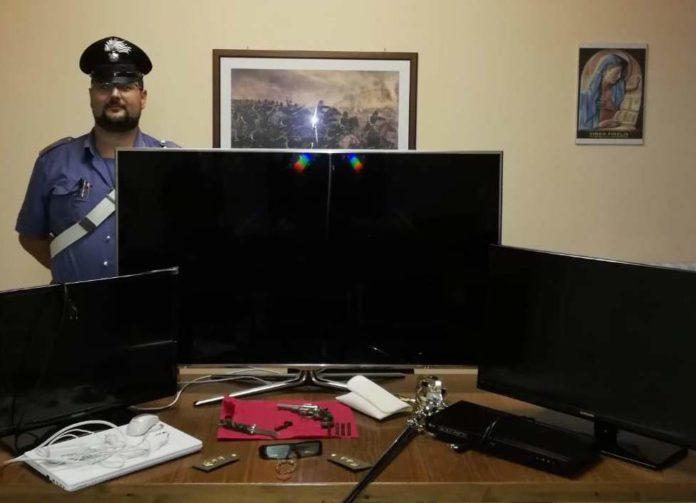 San Martino Valle Caudina, ruba tv e un pc: arrestato 37enne