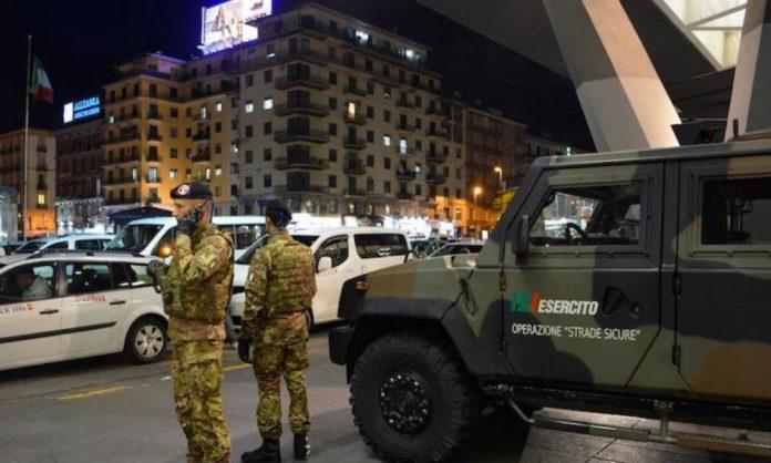 Napoli, risse al Vasto: colpito soldato che voleva separare migranti