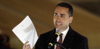 Di Maio presenta i documenti sull'azienda del padre: assunzione in regola