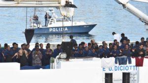 Sequestro di persona, abuso d'ufficio e arresto illegale: indagato Salvini