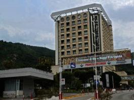 Salerno, detenuto si fa ricoverare in ospedale e poi aggredisce gli agenti di scorta