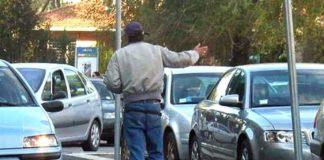 Napoli, controlli a tappeto a Pasqua: multe per parcheggiatori abusivi