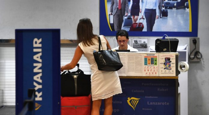 No al bagaglio a mano: il tribunale condanna Ryanair