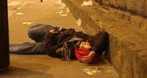 """Napoli, ambulanza a pagamento per chi si """"sballa"""" con alcol e droghe"""