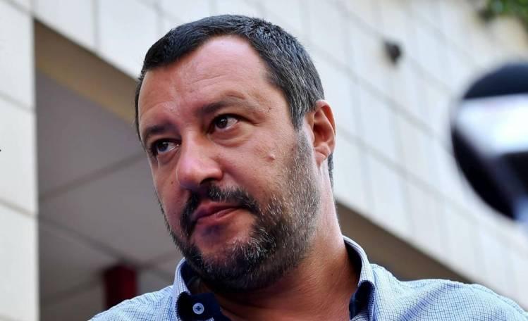 Salvini twitta mentre il blitz è ancora in corso, Spataro lo bacchetta