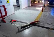 Pozzuoli, ubriaco danneggia auto nel parcheggio multipiano