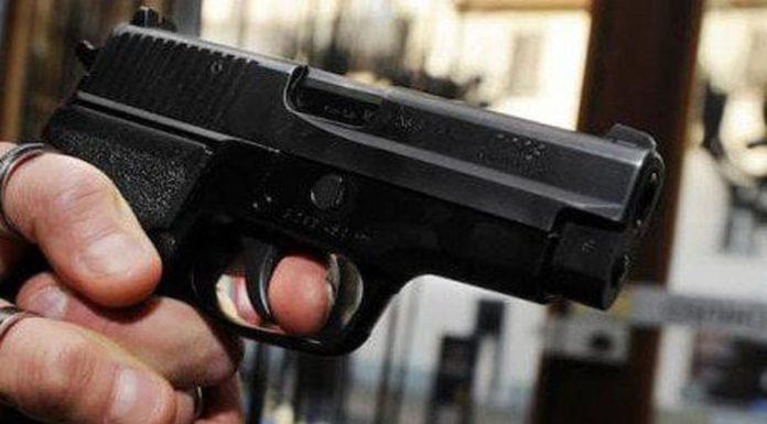 Paura a Fuorigrotta, uomo ferito a colpi di pistola in pieno giorno