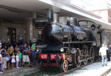 Pietrelcina, treno storico: la panchina di Padre Pio diventa un monumento