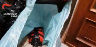 Ercolano, ritrovate pistola e bomba carta all'interno di un condominio