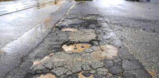 Buche stradali in aumento anche a Napoli, solo Roma fa peggio
