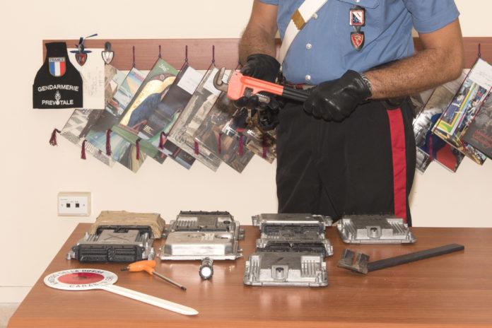 """Napoli, Arenella: arrestati ladri """"tecnologici"""" di auto"""