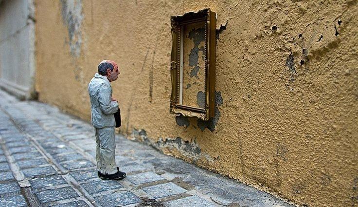 Centro Storico di Salerno: rubate alcune opere di Isaac Cordal
