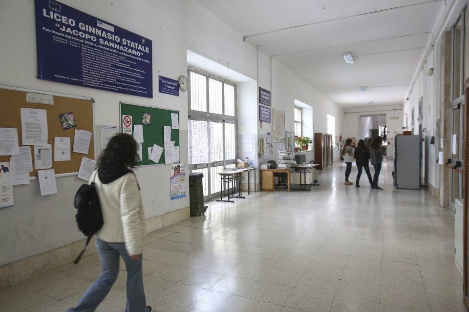 """Liceo Sannazaro, il Governo: """"Soluzione entro questa settimana"""""""