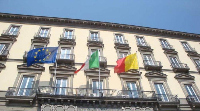 Comune di Napoli, blocco della spesa: stop ai buoni pasto