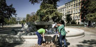 Napoli, 250 volontari hanno ripulito la Villa Comunale