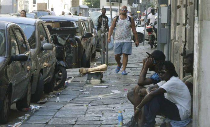 Napoli, tensione al Vasto: vendita alcol va avanti senza regole