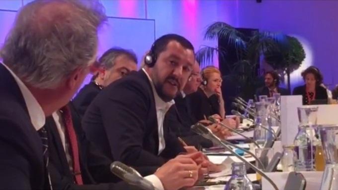 Migranti, è lite tra Salvini e il ministro del Lussemburgo: