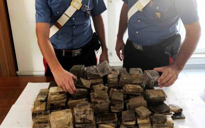 Sorpreso con 30 kg di droga, arrestato uomo del clan Polverino
