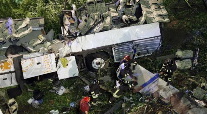 """Bus giù da viadotto, super-perito accusa Autostrade: """"Flop manutenzione"""""""