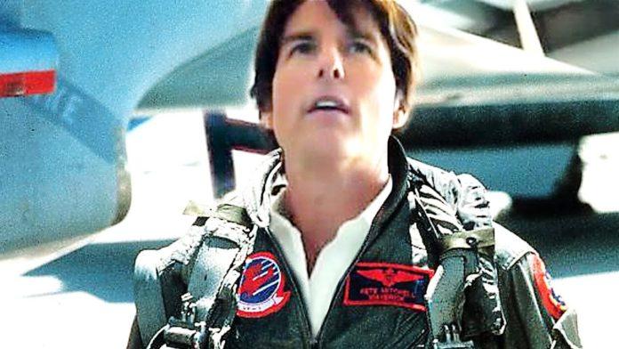 Tom Cruise torna a vestire i panni di Top Gun, ma con la fascia contenitiva