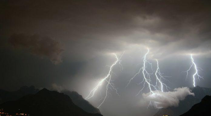 Temporali e forti raffiche di vento, domenica di allerta meteo in Campania
