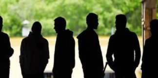 Baby gang, estorsioni a negozianti bengalesi: 3 misure cautelari