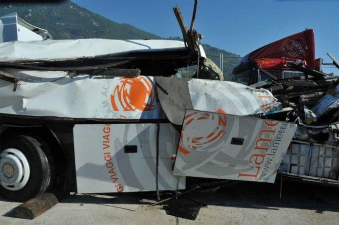 Bus giù da viadotto, chiesti 10 anni per Castellucci (ad Autostrade)