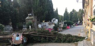 Maltempo a Napoli, chiuso il cimitero di Poggioreale