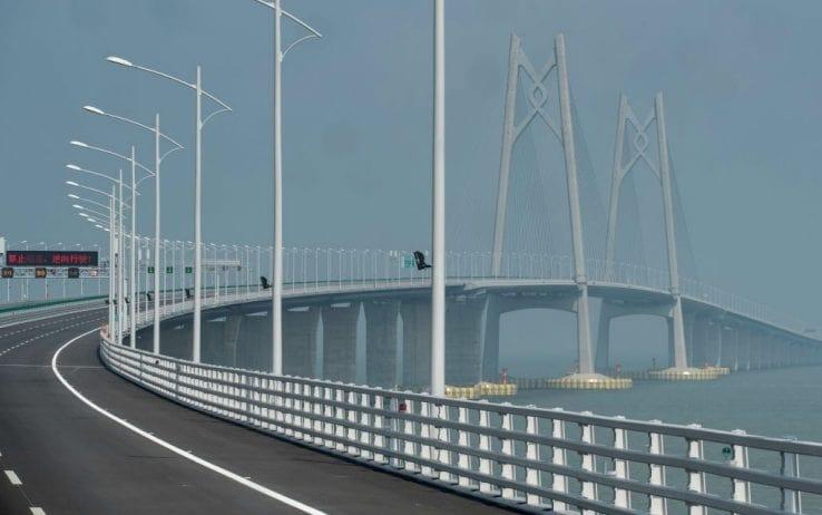 Cina, a fine ottobre aprirà il ponte più lungo del mondo