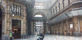 Napoli, nuovi crolli all'interno della Galleria Umberto