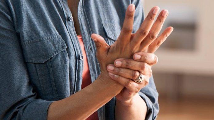 E' il primo di adalimumab a ricevere l'approvazione europea per le malattie infiammatorie croniche. A breve sarà disponibile anche in Italia.
