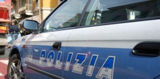 Napoli, rapinata coppia di turisti francesi: uomo ferito con vetro