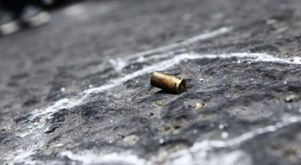Via Tribunali, 19enne ferito alla gamba da un proiettile