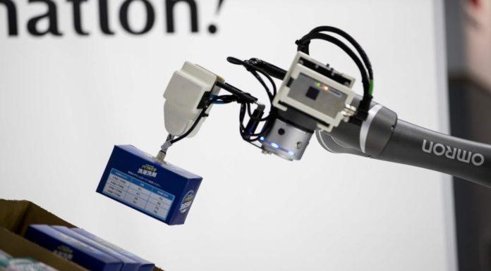 """Lavoro, il 61% delle aziende italiane pronto ad """"assumere"""" robot"""