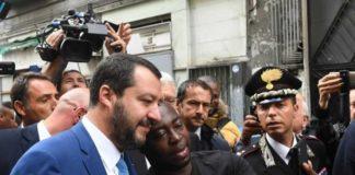 """Salvini a Napoli: """"Tornerò per gli sgomberi. La camorra fa schifo"""""""