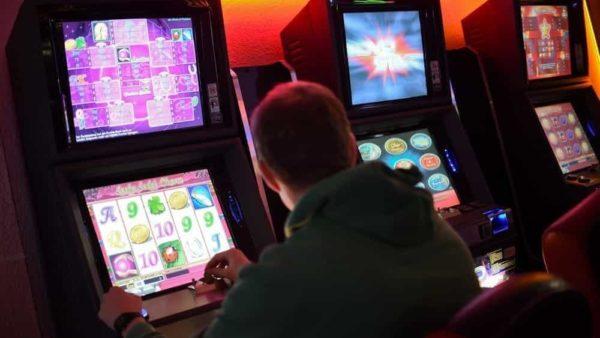 Gioco d'azzardo, in Italia è allarme per 700mila minorenni