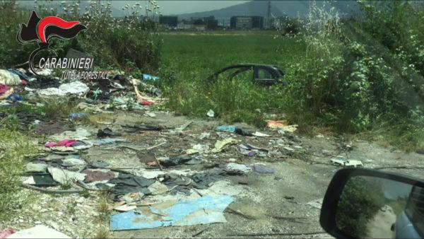 Afragola, scoperta area di smaltimento e riciclaggio di auto rubate