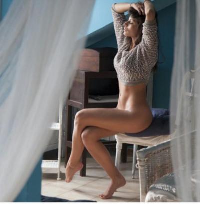 Uomini e Donne trono classico: Giulia Cavaglia e la foto senza slip