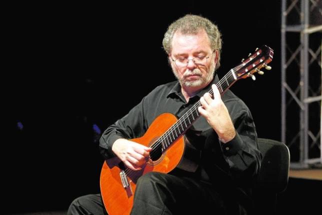 Il chitarrista Manuel Barrueco con I Solisti Aquilani in concerto per la Scarlatti