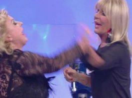 Uomini e Donne trono over: volano gli ascolti con la rissa tra Tina e Gemma