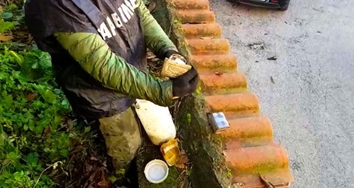 Cronaca di Napoli, Camaldoli: Carabinieri eseguono perquisizioni a tappeto per blocchi di edificio. Un arresto. Sequestrata droga nascosta in posti impensabili.