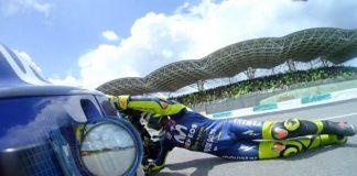 MotoGp, Rossi scivola e Marquez vince in Malesia