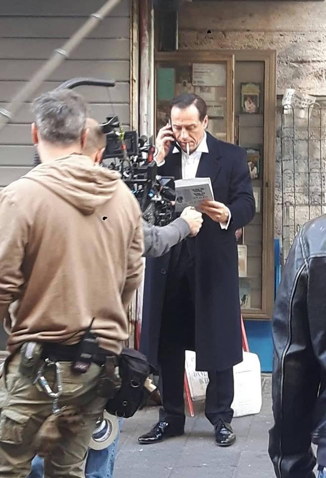 Stefano Accorsi a Napoli sul set della serie tv ER Sky Atlantic 1994