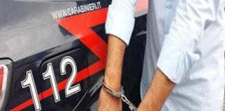 """Ruba un borsello e chiede un """"cavallo di ritorno"""" da 300 euro: arrestato"""